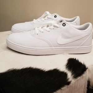 Nike Shoes - New Nike women's canvas shoes